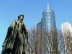 Schiller Denkmal und Main Tower