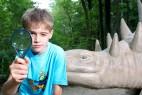 Er nimmt die Dinos genau unter die Lupe